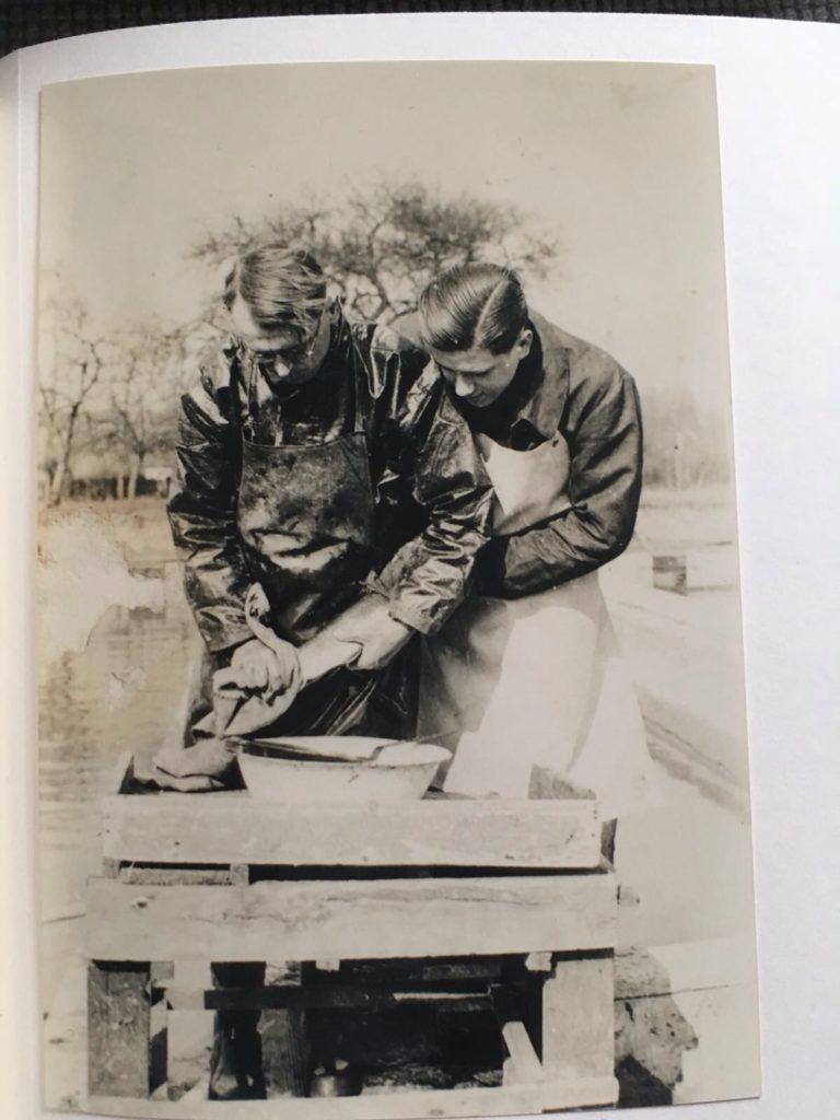 Ponte des truites par Alexandre Kot et Marcel Bernard champion de Tennis en 1946